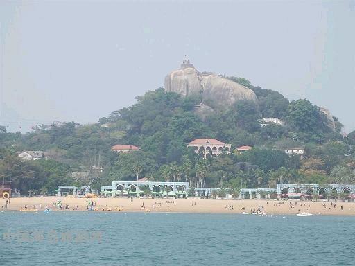 鼓浪屿周边海域为厦门港主要部分,濒临中华白海豚保护区,文昌鱼保护区